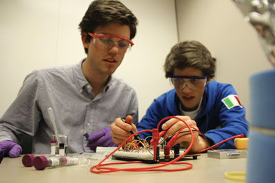 iTest student startup at the U to test for strep throat with an app.